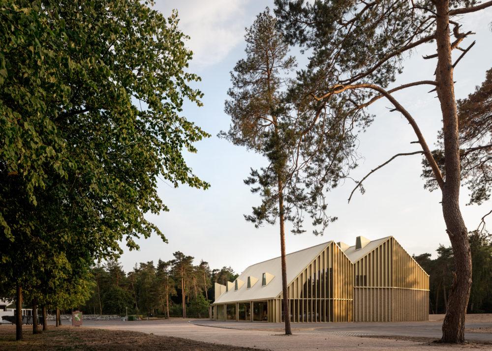 Verscheidenheid en alledaagsheid –  Park Paviljoen in Hoenderloo door De Zwarte Hond en Monadnock