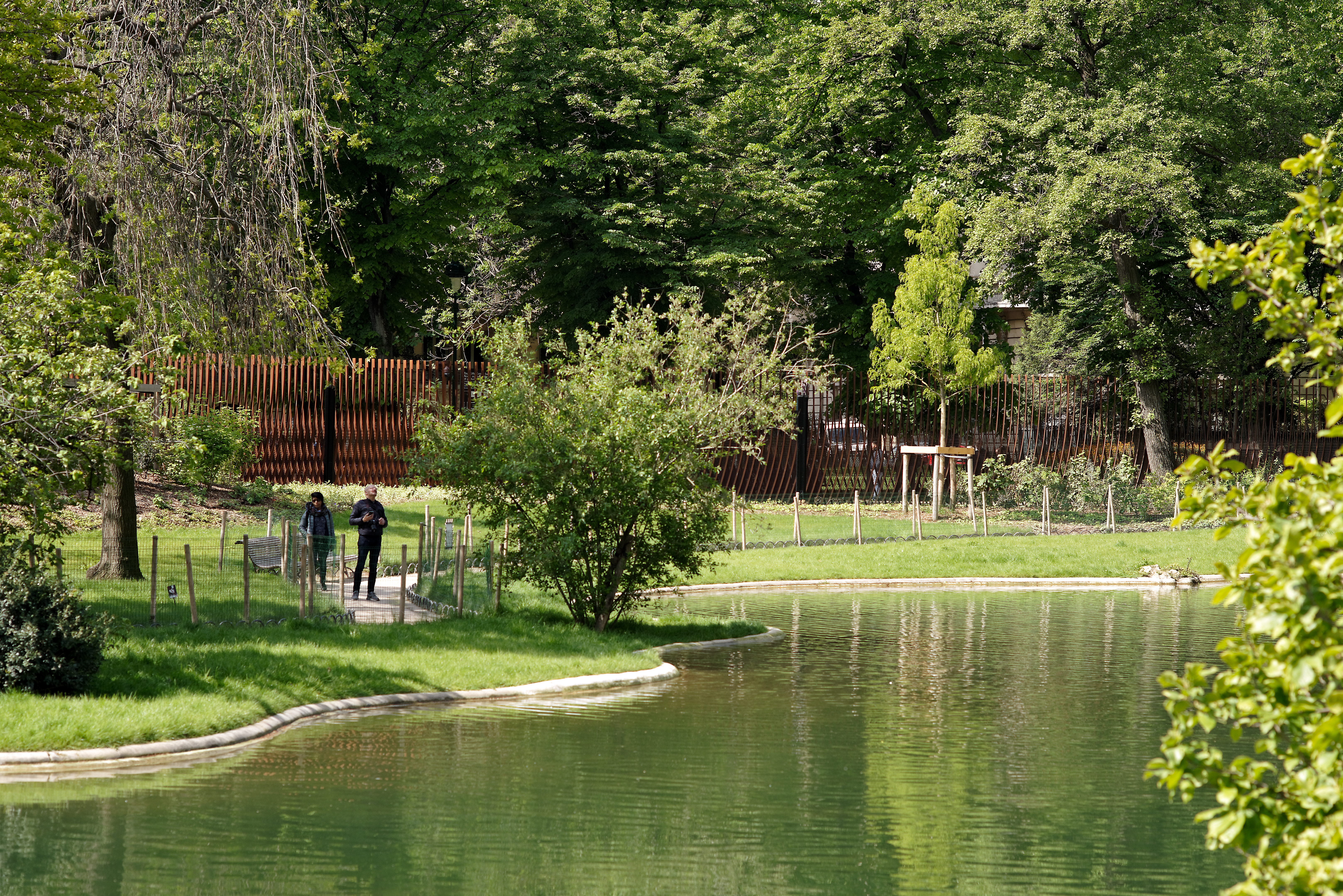 <p>Tuin en hek. Beeld David Boureau</p>