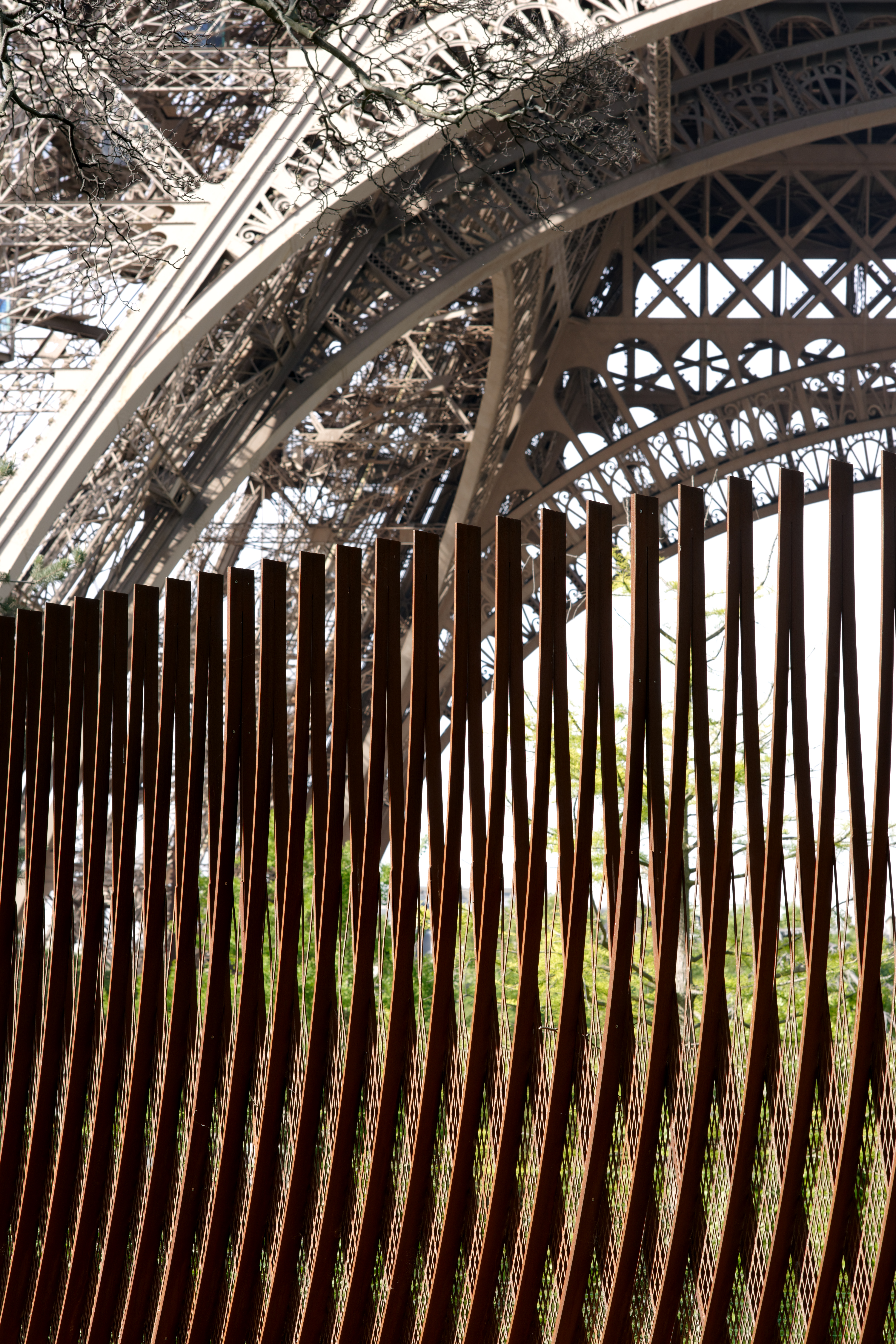 <p>Detail afschermend hek. Beeld David Boureau</p>