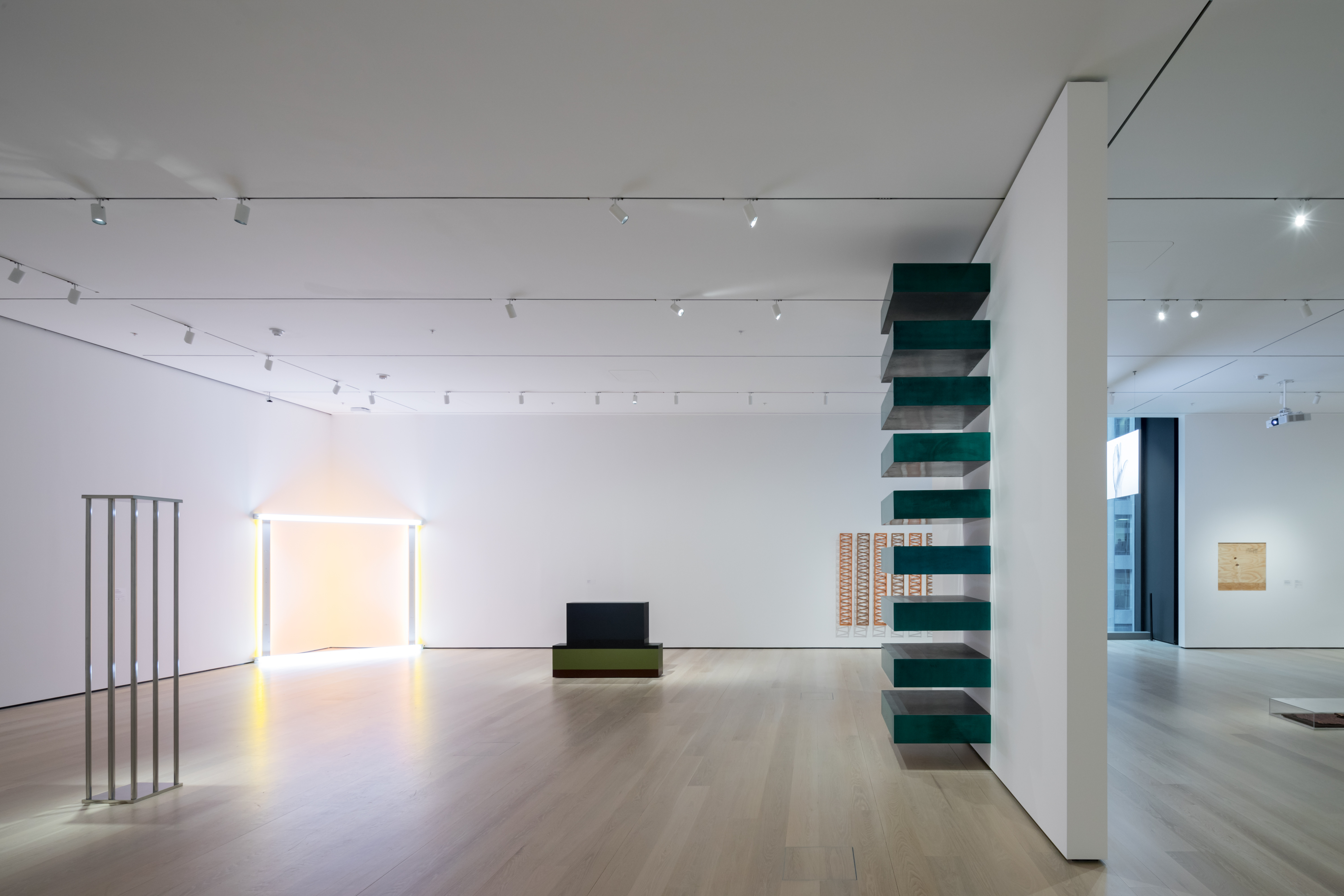 <p>MoMa Fase 2. Installation View of David Geffen Wing gallery 413, Breaking the Mold, The Museum of Modern Art Beeld Iwan Baan. Courtesey of MoMa</p>