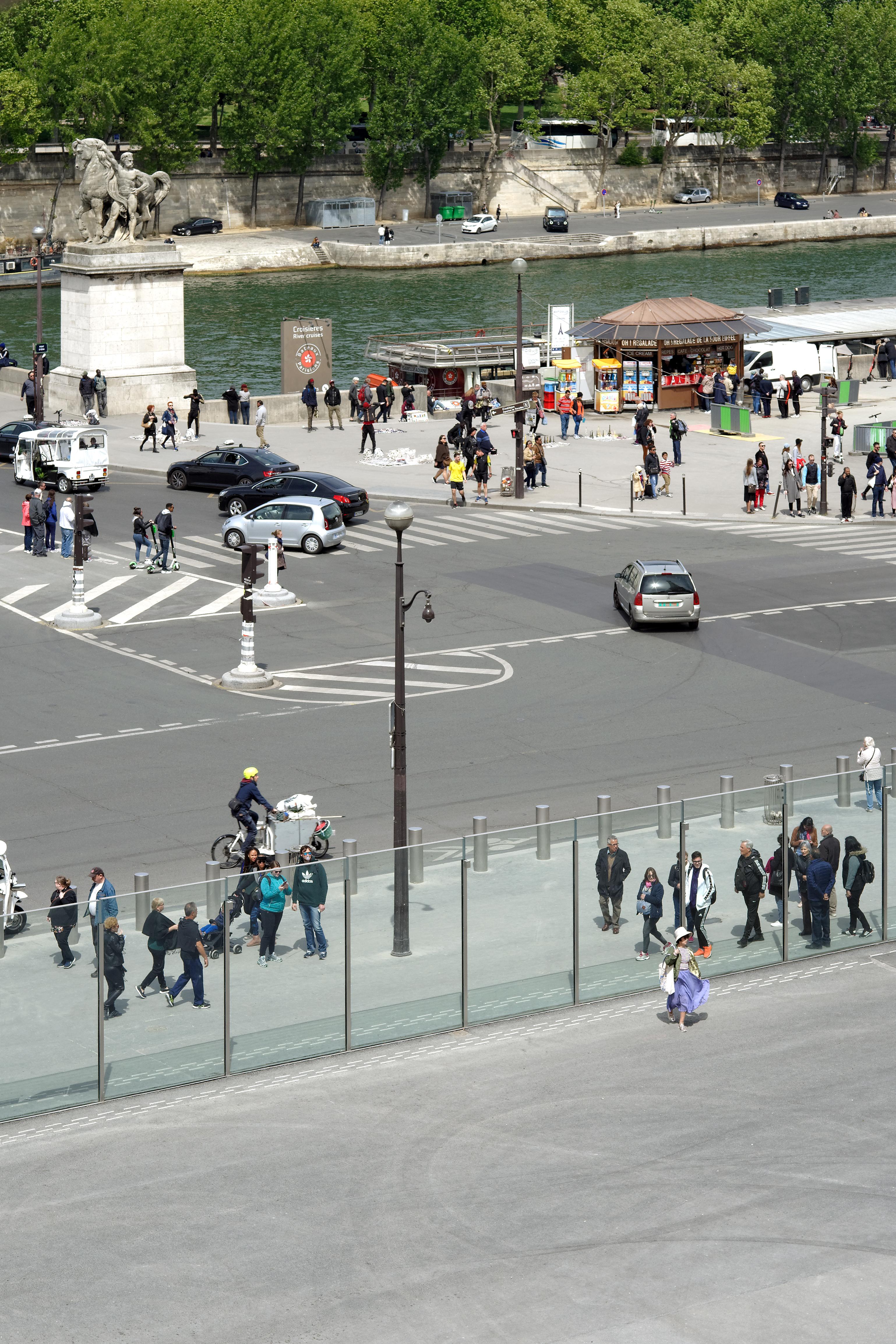 <p>Zicht op de kade en de Seine. Beeld David Boureau</p>