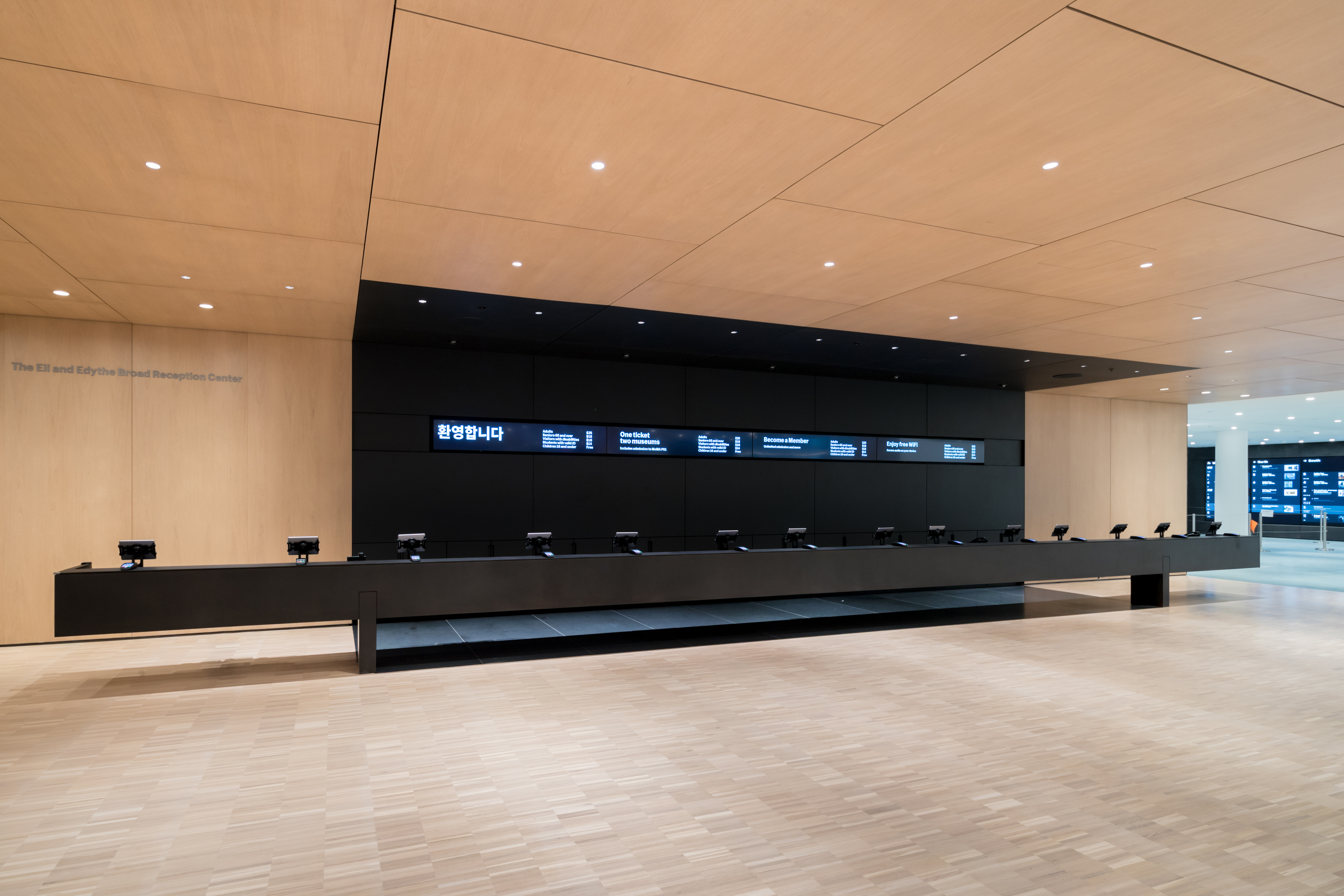 <p>MoMa Fase 2. Interior View of The Museum of Modern Art, The Eli and Edythe Broad Ticketing Platform Beeld Iwan Baan. Courtesey of Diller Scofidio + Renfro</p>