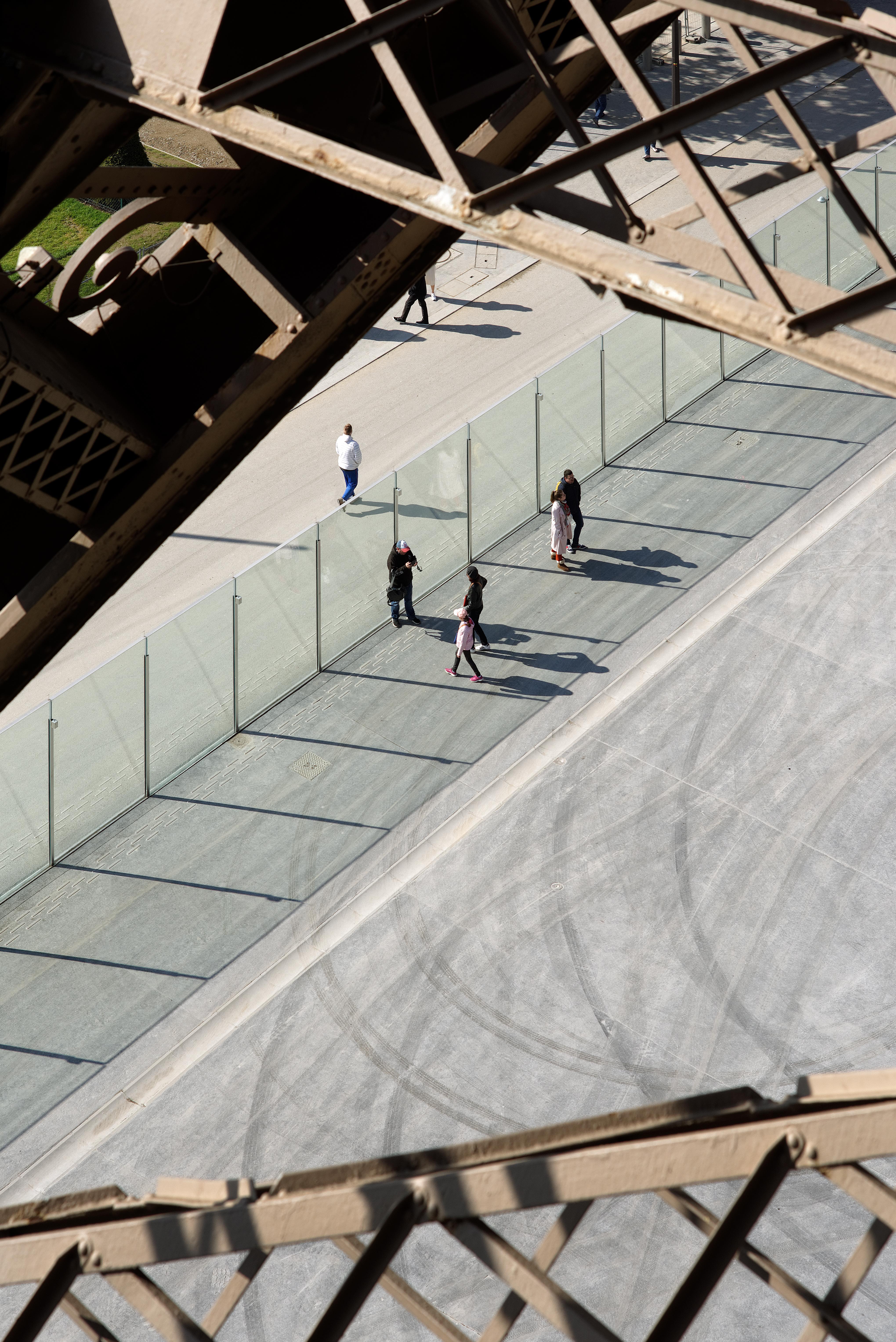 <p>Zicht vanaf de Eiffeltoren.  Beeld David Boureau</p>