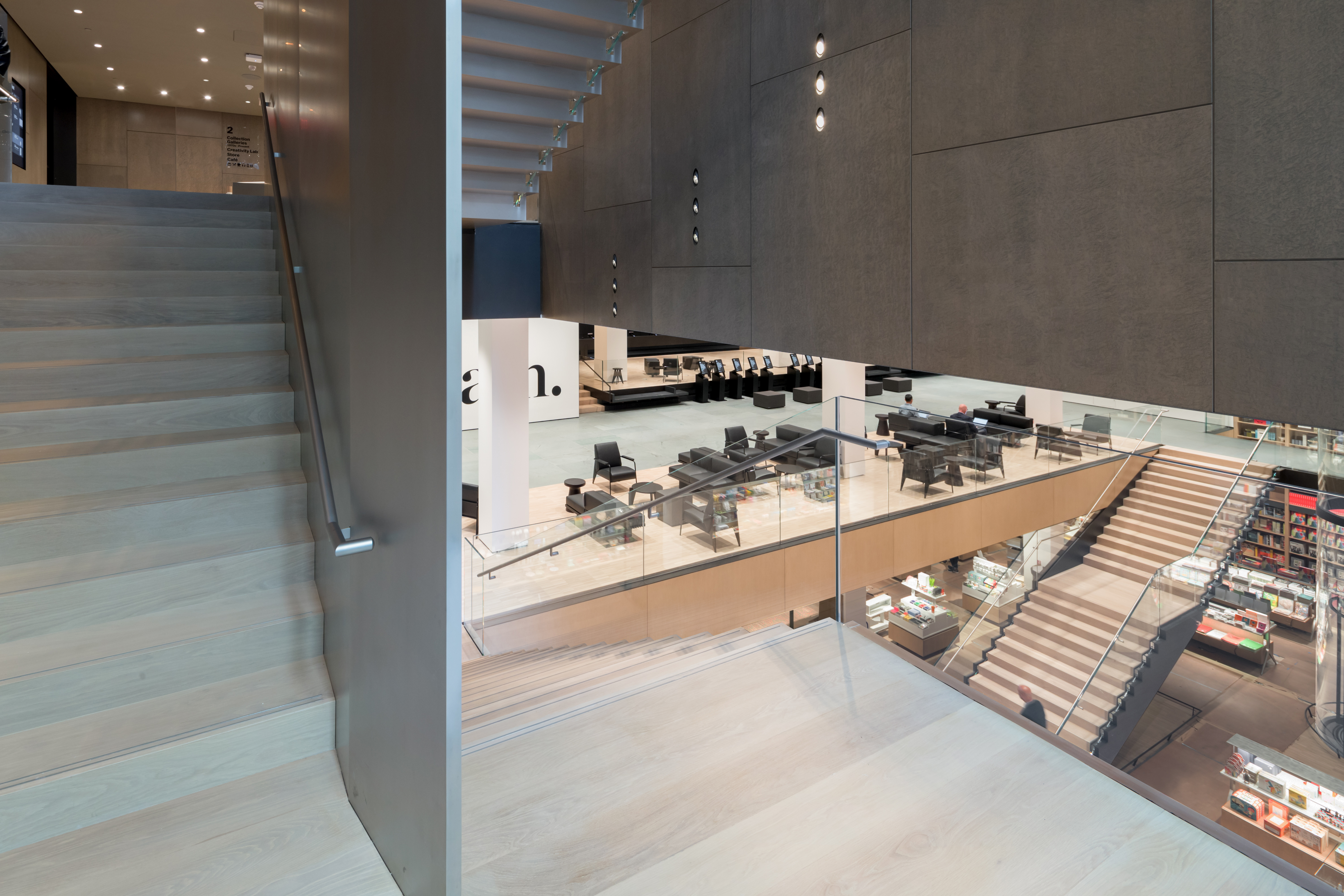 <p>MoMa Fase 2. Interior view of The Museum of Modern Art, Blade Stair and Retail Stair Beeld Iwan Baan. Courtesey of MoMa</p>