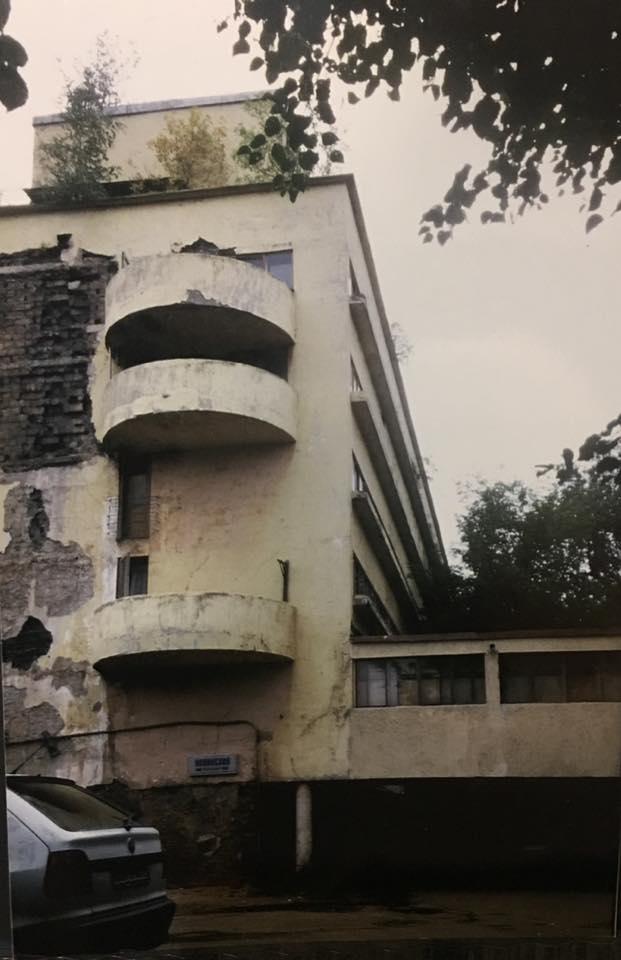 Narkomfin-gebouw (1928) in Moskou door Moisej Ginzboerg en Ignaty Milinis. Beeld Flip Krabbendam (1996)