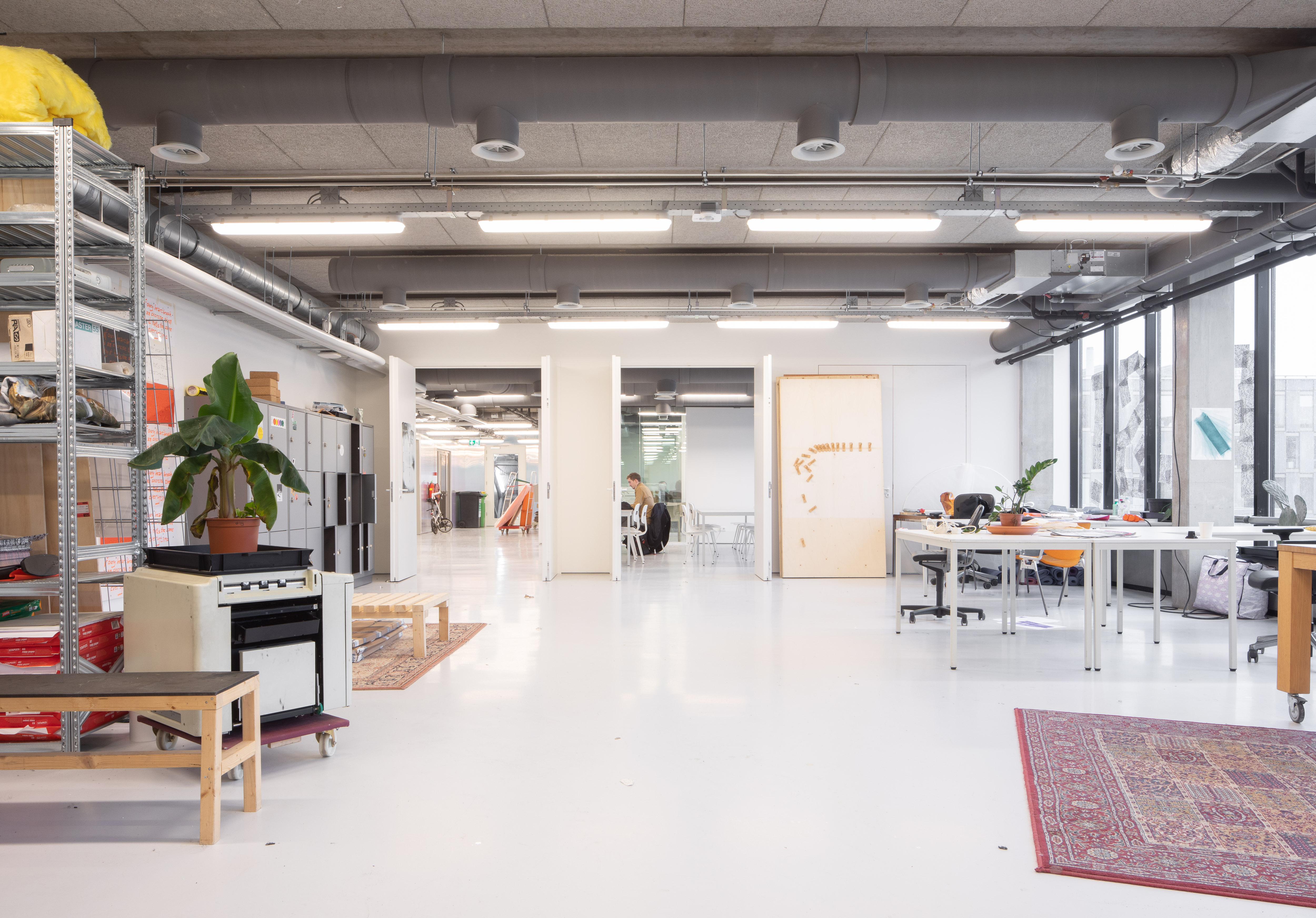 <p>Interieur Sandberg Instituut in Amsterdam door Studio Anne Dessing. Beeld Jeroen Verrecht</p>