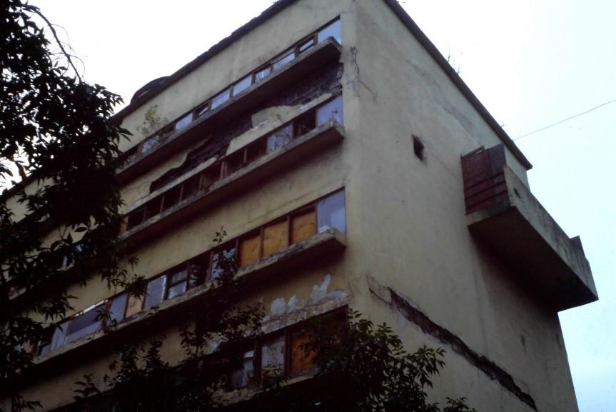 <p>Narkomfin-gebouw (1928) in Moskou door Moisej Ginzboerg en Ignaty Milinis. Beeld Flip Krabbendam (1996)</p>