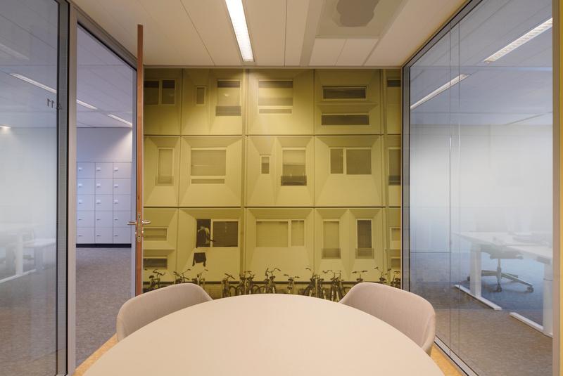 <p>vergaderkamer geel_foto:Jordi Huisman</p>