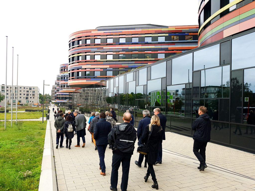 Architectuurreis Hamburg: Stadtentwicklung und Wohnen door Sauerbruch Hutton. Beeld Benno Nijenhuis
