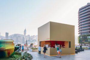 Gouden kubus als publiekstrekker openbare ruimte Hong Kong
