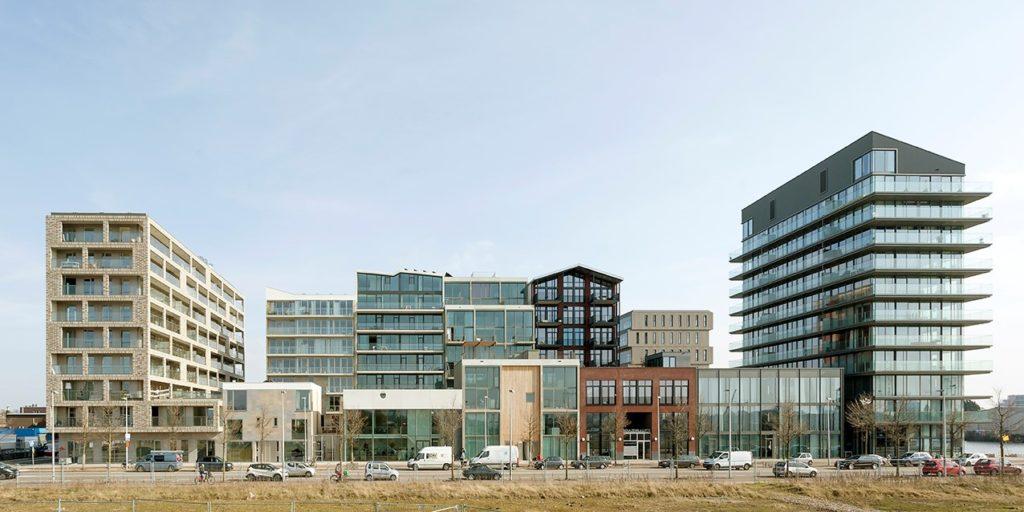 Kavel 20 op Buiksloterham met o.a. Superlofts (Marc Koehler Architects) en BlackJack (Bo6 en BNB Architecten). Foto door Marcel van der Burg