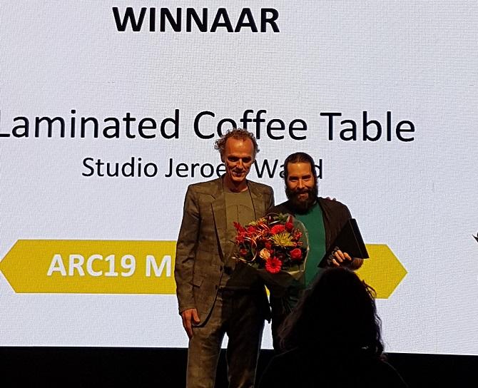 <p>Jeroen Wand en ARC19 Meubel voorzitter Richard Hutten</p>