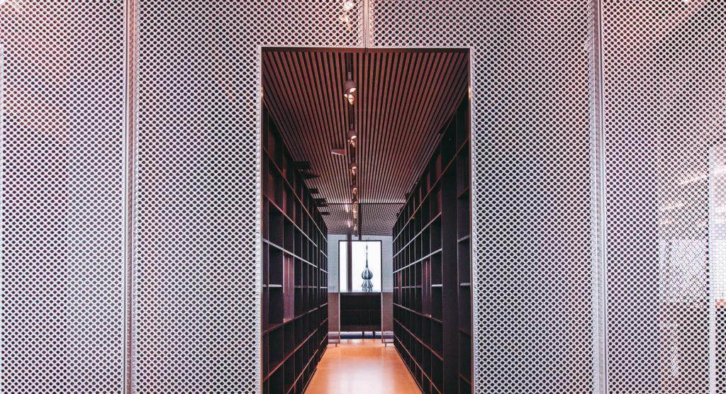 Boekenkast Forum Groningen. Gebouwontwerp NL Architects. Beeld Stella Dekker