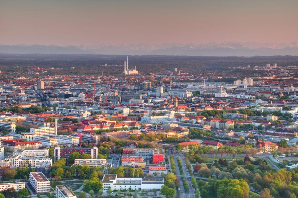 Luchtfoto buitenwijken München. Beeld Shutterstock