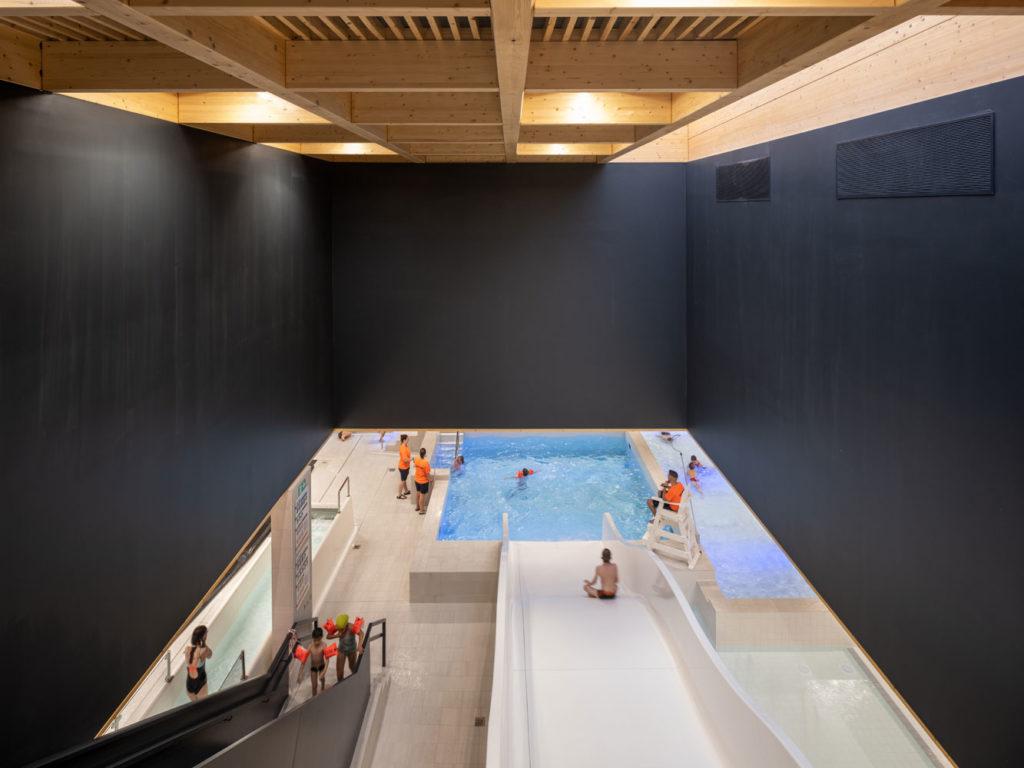Zwembad Ronse door VenhoevenCS. Beeld Ossip van Duivenbode