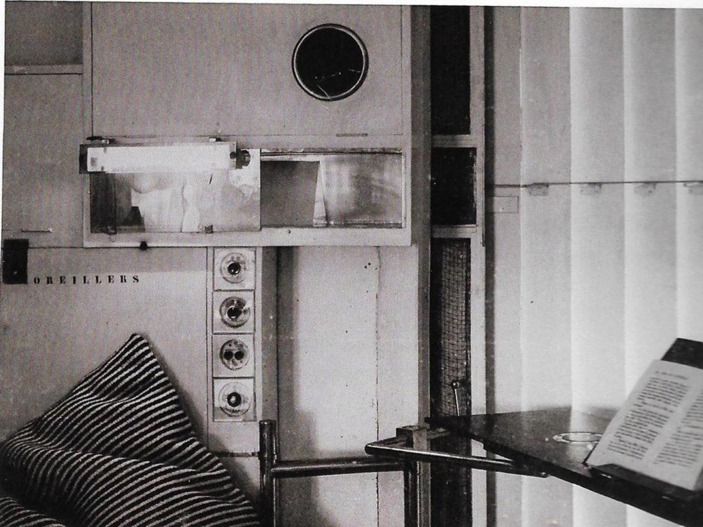 Bon Voyage Le Corbusier E1027 door Misak Terzibasiyan